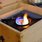 Der Gaskocher lässt sich direkt in der Kiste betreiben